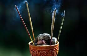 Rosario brucia l'incenso